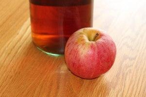 Cream sherry wine and gala apple.