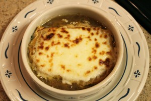Onion soup with mozzarella